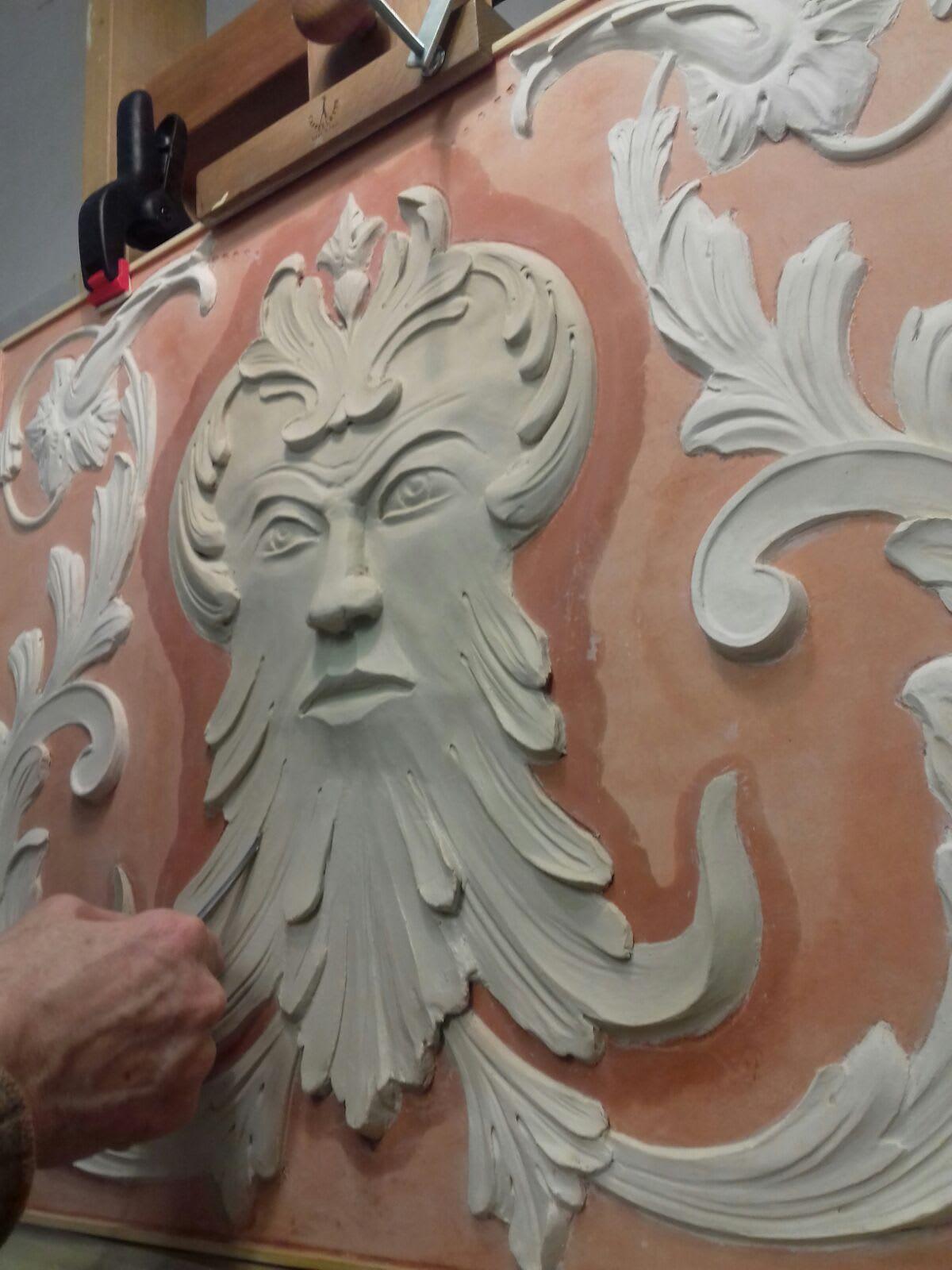 bas-relief-sculpture-material-marmorino-mascherone-pigmentti