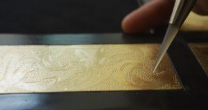 Gilding-gold-leaf-Freehand-engraving-Bole-pigmentti