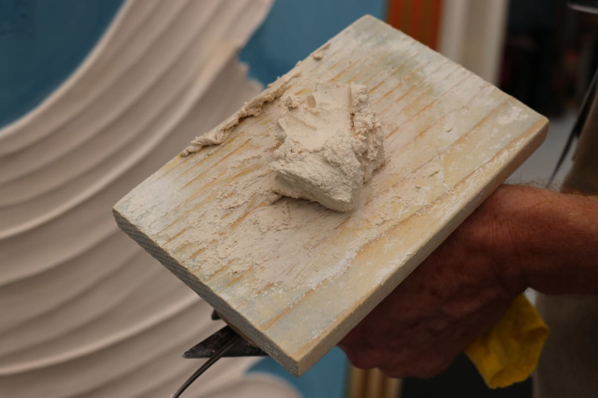 bas-relief-sculpture-marmorino-demonstration-decorex-2018-pigmentti