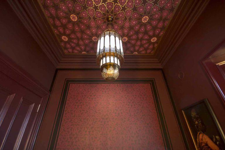 maroc-powder-room-painted-ornament-pigmentti