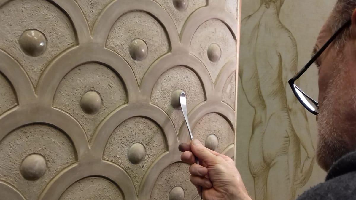 bas-relief-sculpture-material-marmorino-sculpting-pigmentti