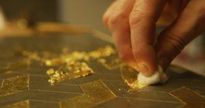 tamping-gold-leaf-interior-design-pigmentti